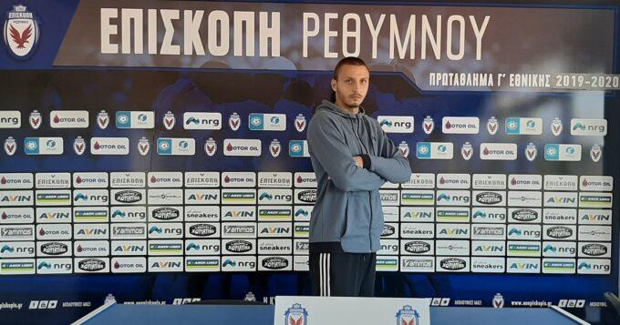 Ο Νίκος Βουτσελάς μπροστά από την εστία της ομάδας μας